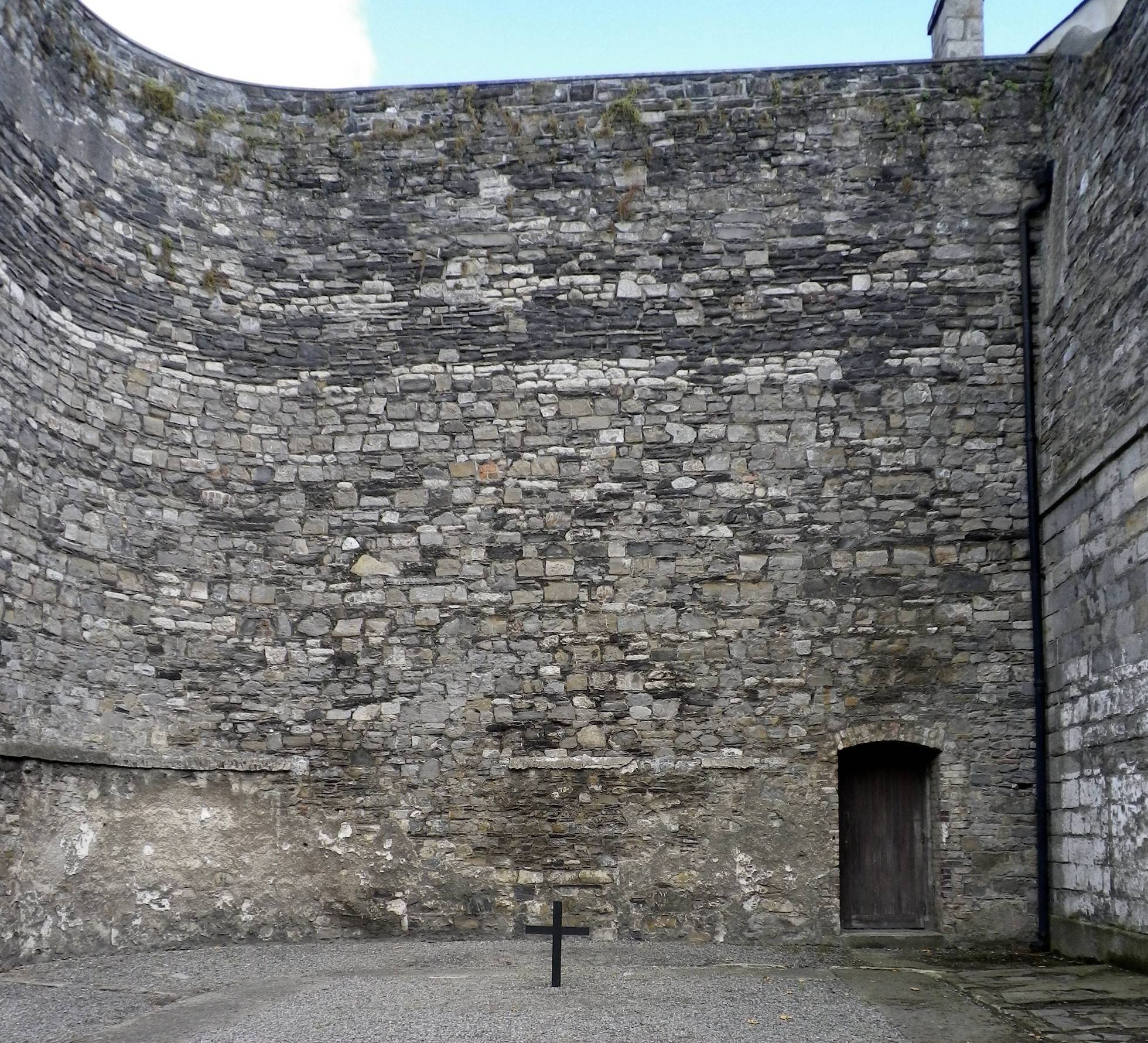 This was the place of execution of fourteen of the leaders of the Easter Rising, before their removal to Arbour Hill Cemetery. Public domain.