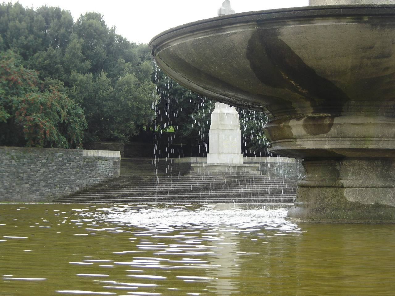 Fountain before the monument at the Irish National War Memorial Gardens. OPW.